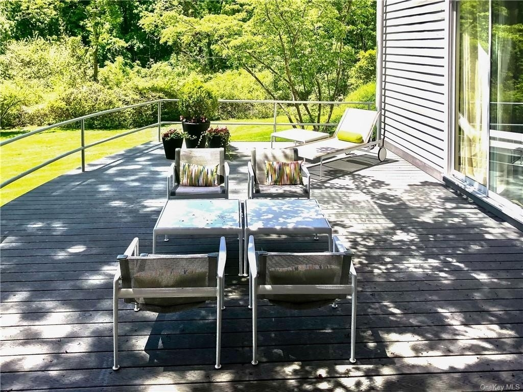 3. Single Family Homes for Sale at Mid Country West, Greenwich, CT 06830