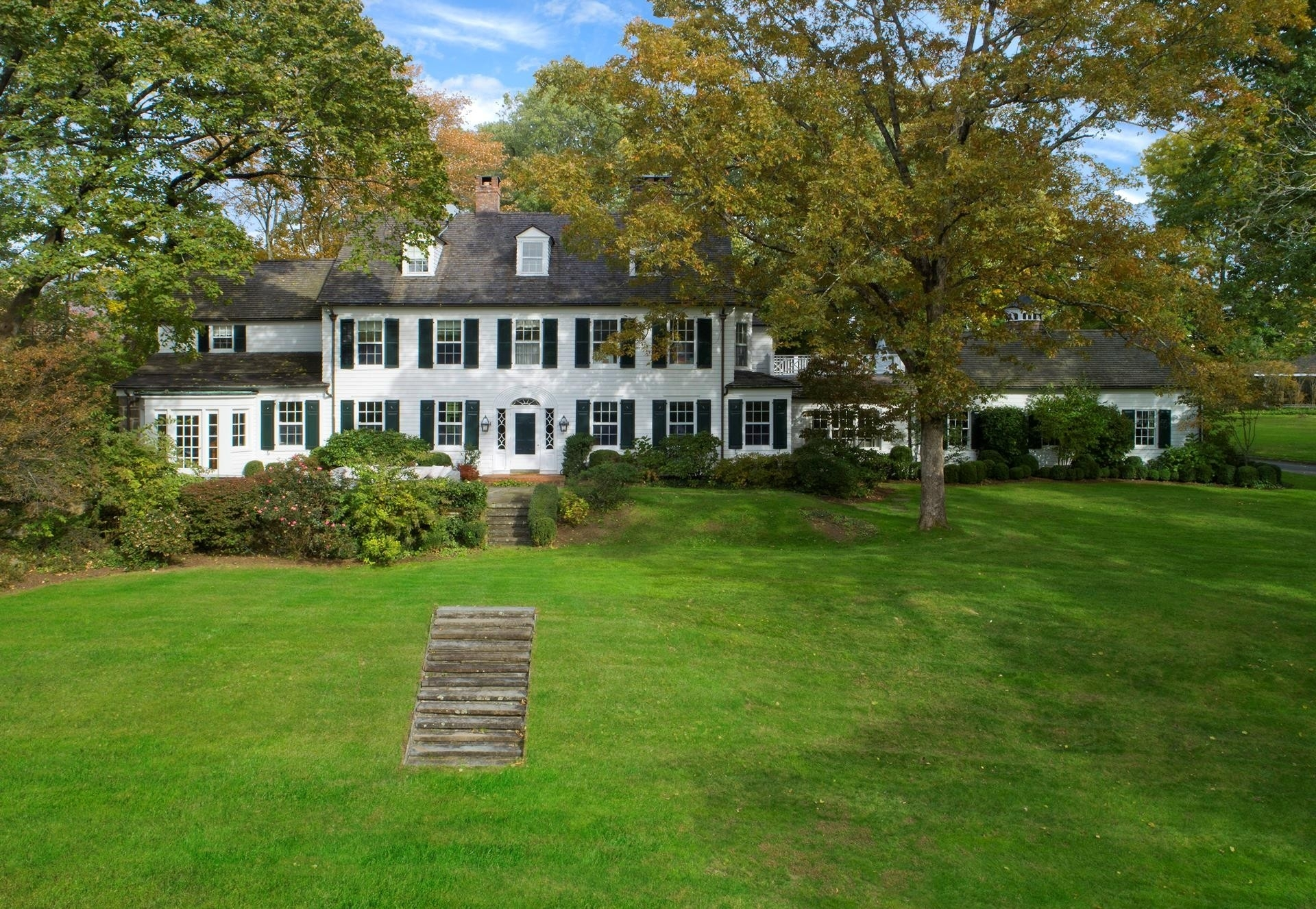 Property 在 Mid Country West, Greenwich, CT 06830