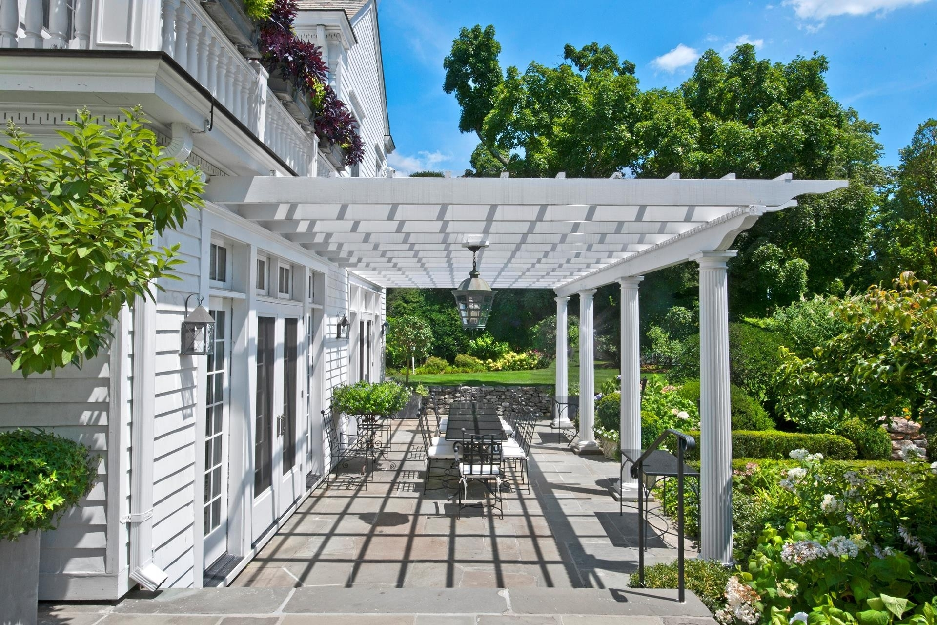 28. Single Family Homes 為 特賣 在 Mid Country West, Greenwich, CT 06831