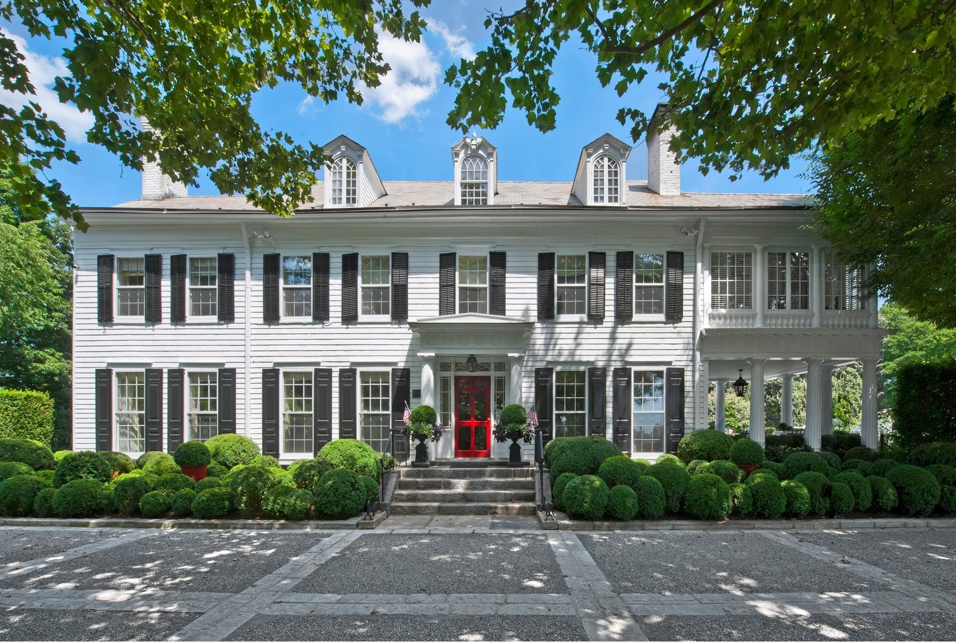 2. Single Family Homes 為 特賣 在 Mid Country West, Greenwich, CT 06831