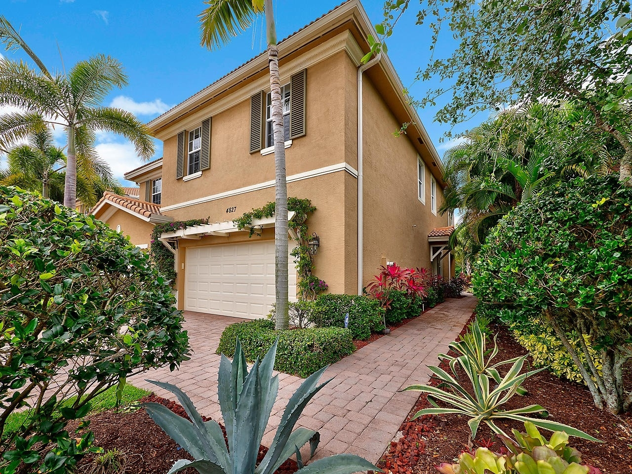 Single Family Townhouse at Palm Beach Gardens