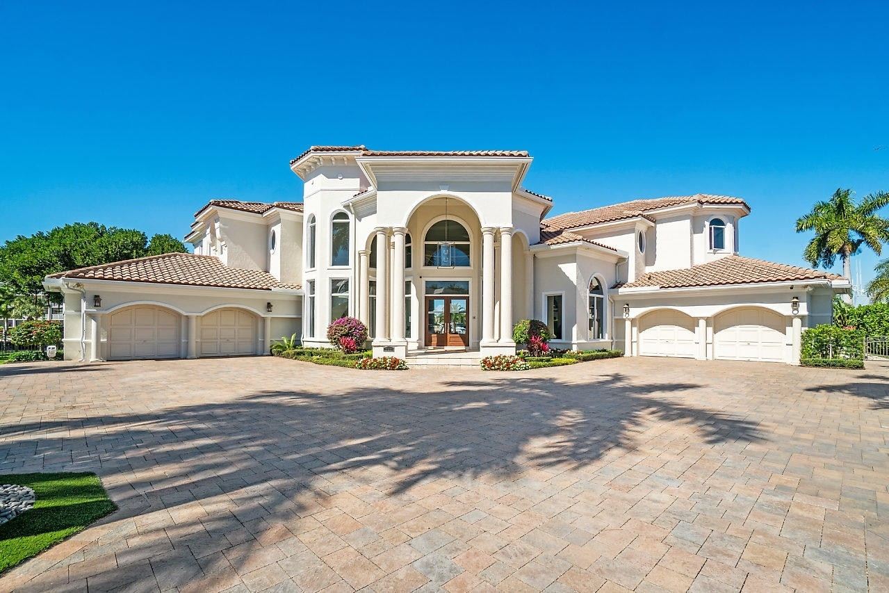 8. Single Family Homes for Sale at Royal Palm Yacht And Country Club, Boca Raton, FL 33432