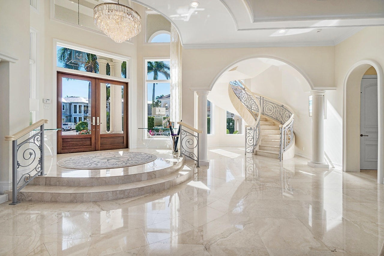 10. Single Family Homes for Sale at Royal Palm Yacht And Country Club, Boca Raton, FL 33432