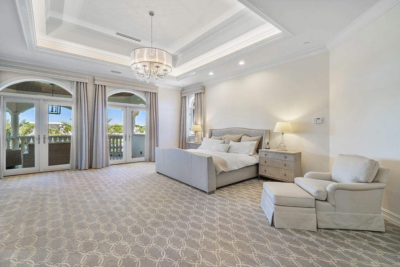 32. Single Family Homes for Sale at Royal Palm Yacht And Country Club, Boca Raton, FL 33432