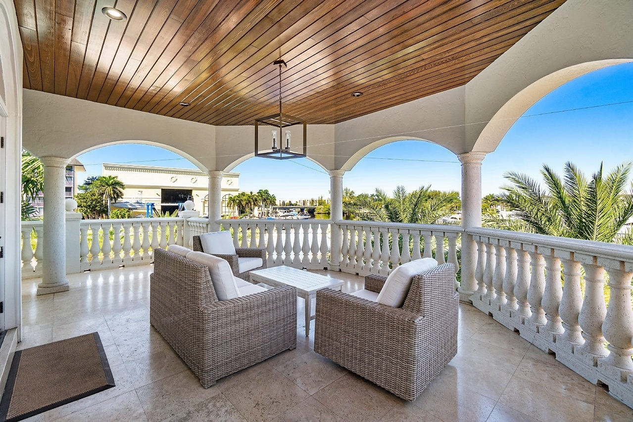 39. Single Family Homes for Sale at Royal Palm Yacht And Country Club, Boca Raton, FL 33432