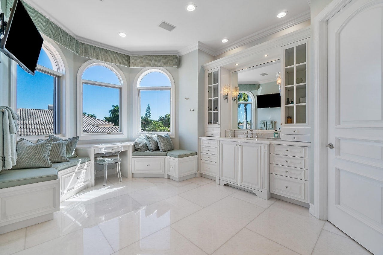 36. Single Family Homes for Sale at Royal Palm Yacht And Country Club, Boca Raton, FL 33432