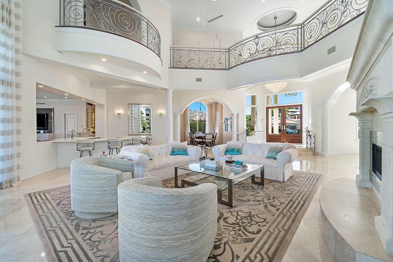 12. Single Family Homes for Sale at Royal Palm Yacht And Country Club, Boca Raton, FL 33432