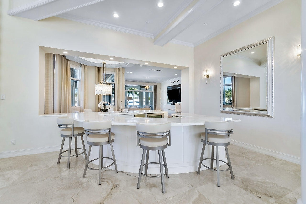 17. Single Family Homes for Sale at Royal Palm Yacht And Country Club, Boca Raton, FL 33432