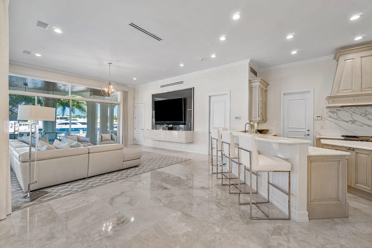 18. Single Family Homes for Sale at Royal Palm Yacht And Country Club, Boca Raton, FL 33432