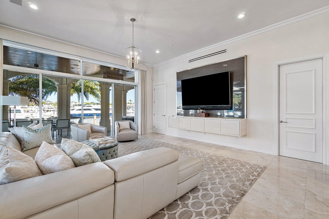 22. Single Family Homes for Sale at Royal Palm Yacht And Country Club, Boca Raton, FL 33432
