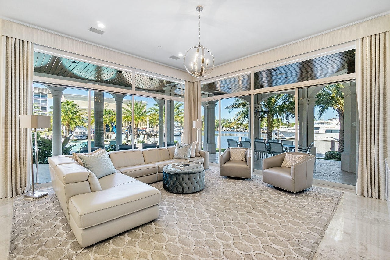 21. Single Family Homes for Sale at Royal Palm Yacht And Country Club, Boca Raton, FL 33432