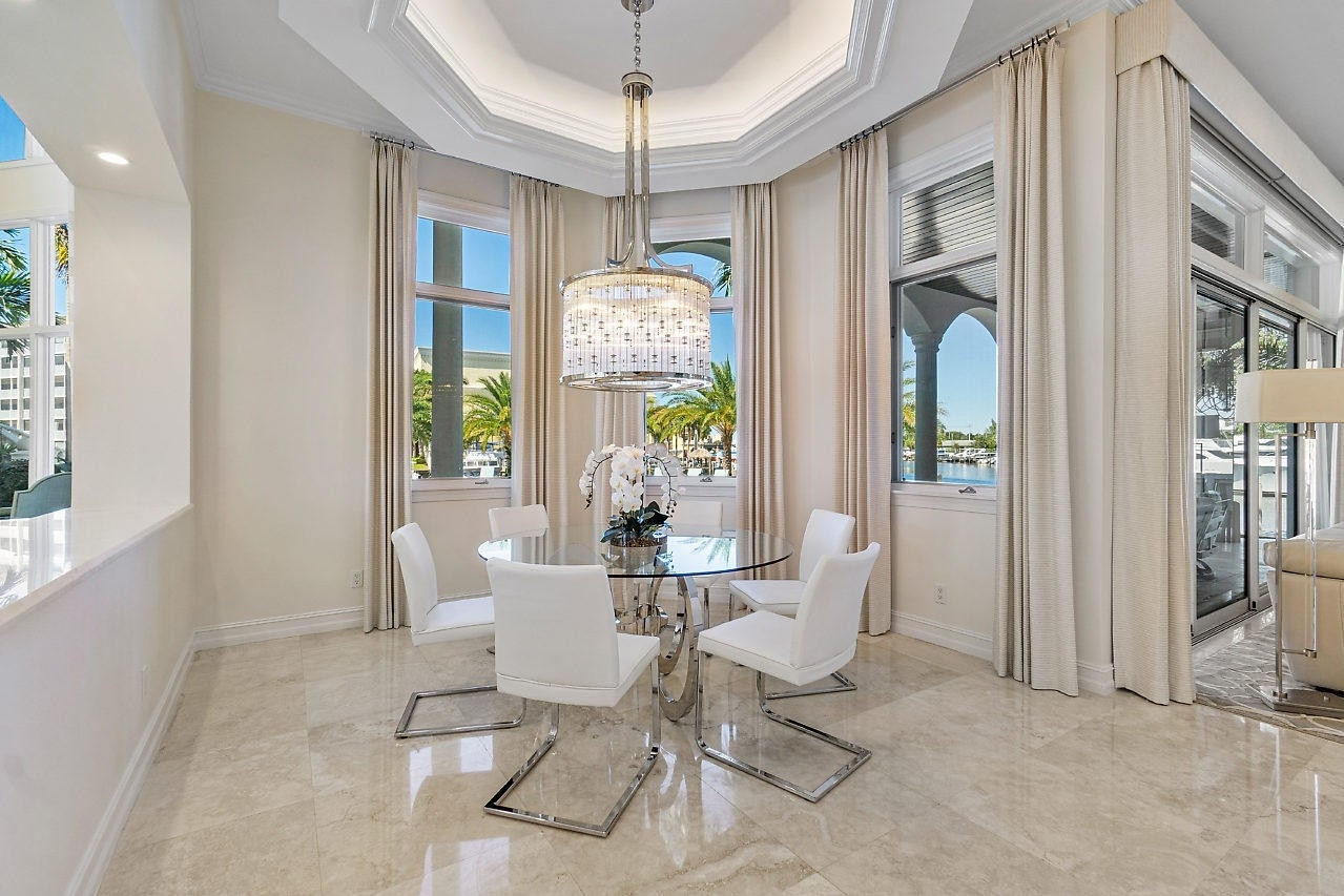 19. Single Family Homes for Sale at Royal Palm Yacht And Country Club, Boca Raton, FL 33432