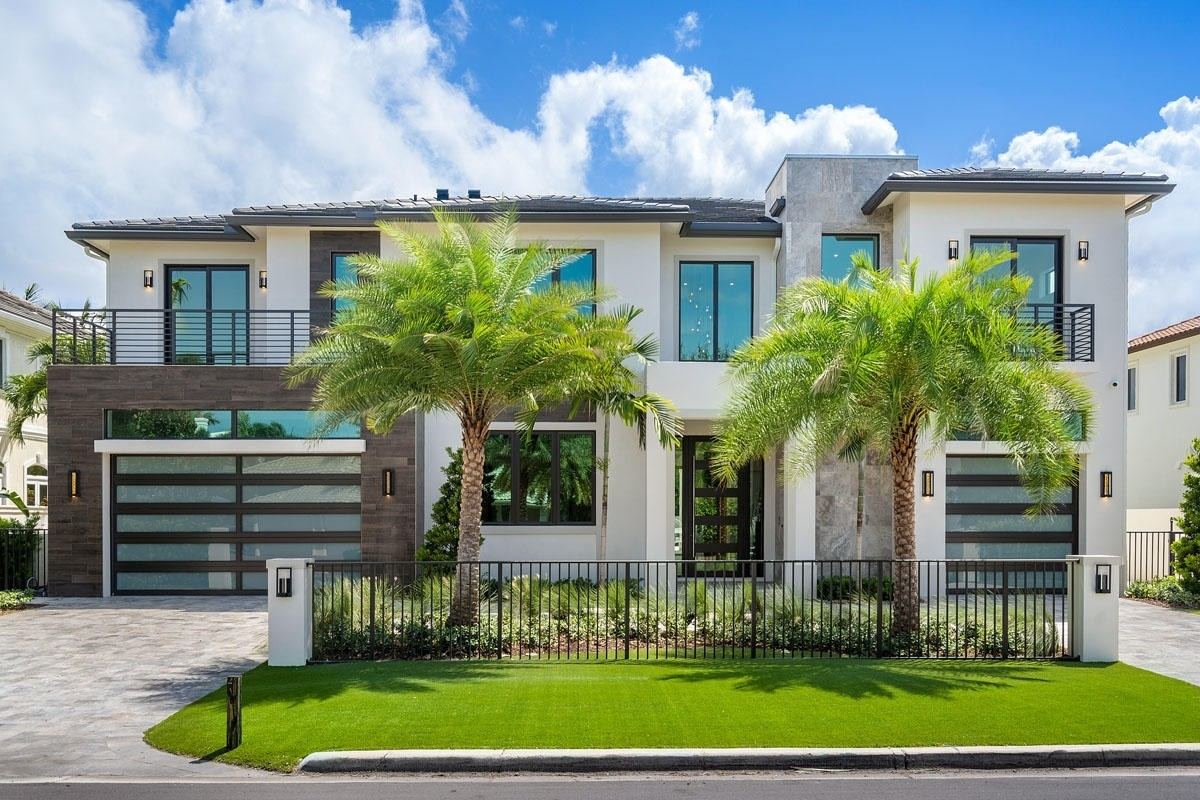 6. Single Family Homes for Sale at Royal Palm Yacht And Country Club, Boca Raton, FL 33432