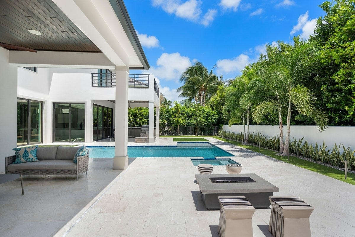 15. Single Family Homes for Sale at Royal Palm Yacht And Country Club, Boca Raton, FL 33432