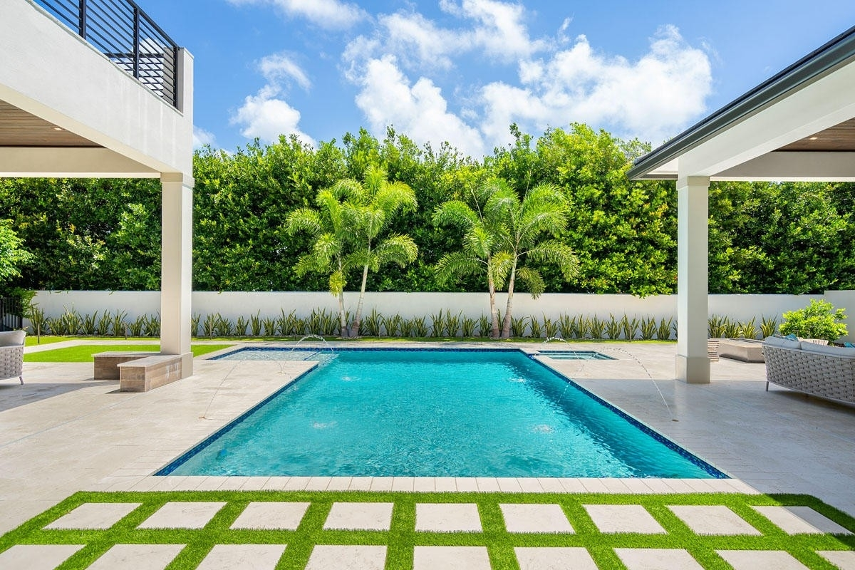 13. Single Family Homes for Sale at Royal Palm Yacht And Country Club, Boca Raton, FL 33432