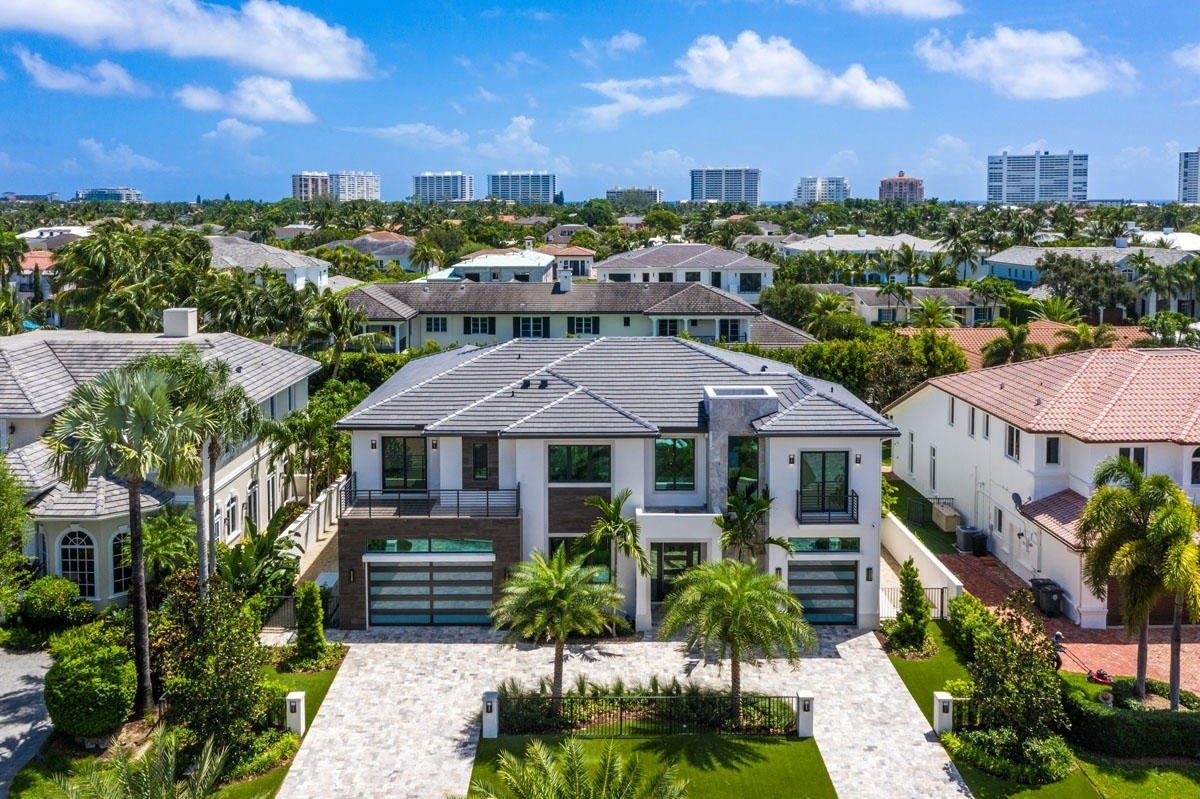 3. Single Family Homes for Sale at Royal Palm Yacht And Country Club, Boca Raton, FL 33432