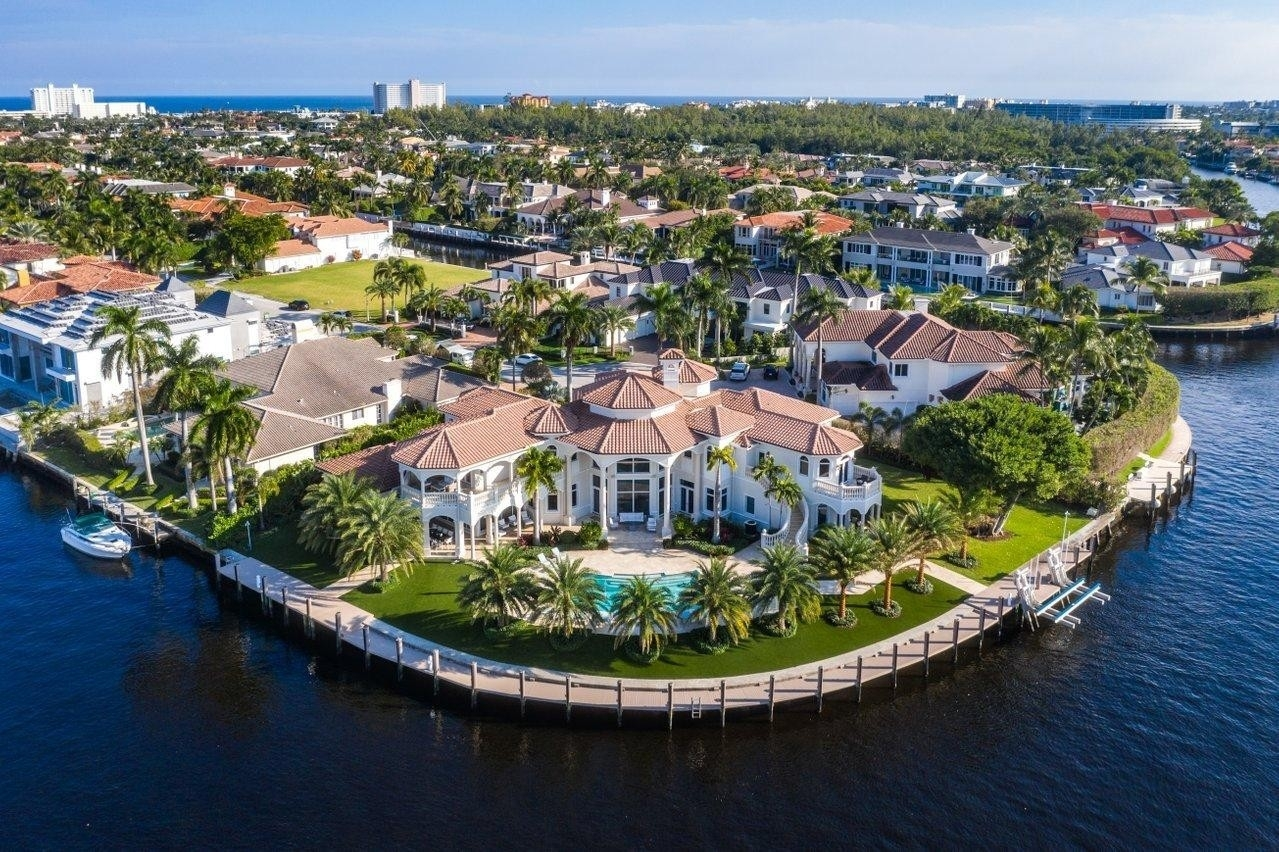 Property в Royal Palm Yacht And Country Club, Boca Raton, FL 33432