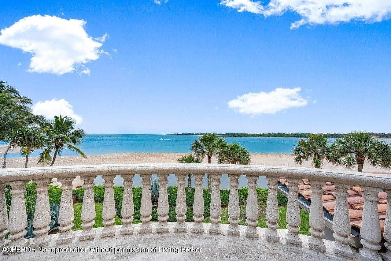 37. Single Family Homes for Sale at Sailfish Point, Stuart, FL 34996