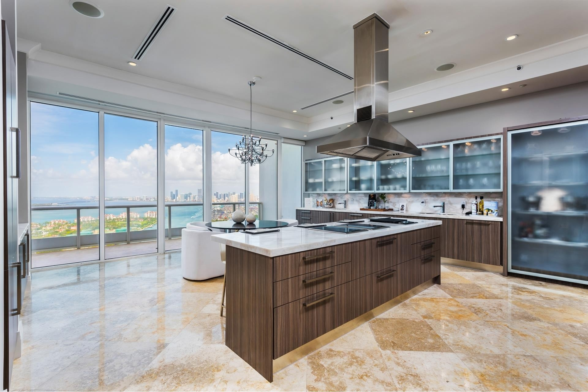 4. Condominiums 為 特賣 在 100 S Pointe Drive , PH2 South Point, Miami Beach, FL 33139
