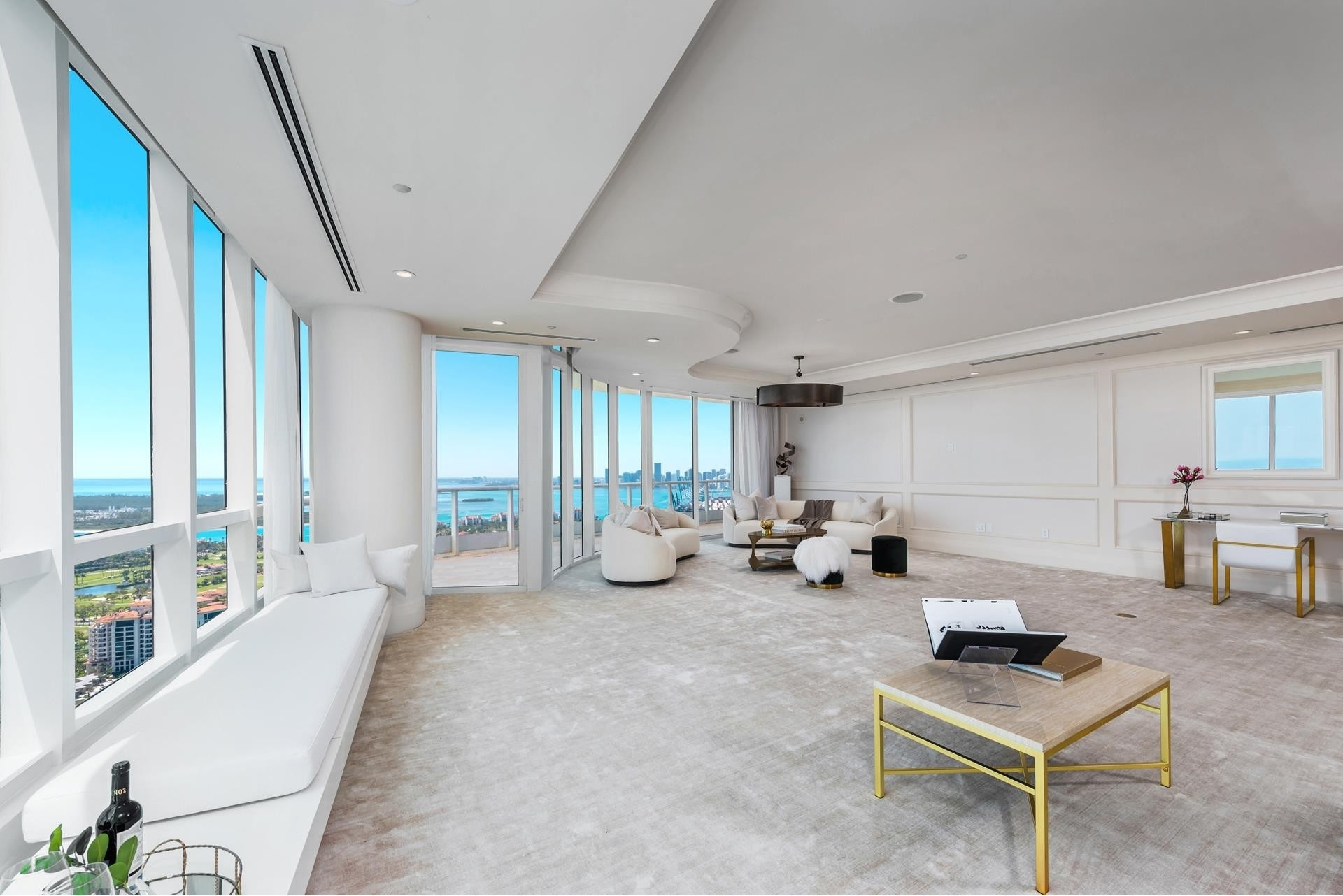 6. Condominiums 為 特賣 在 100 S Pointe Drive , PH2 South Point, Miami Beach, FL 33139