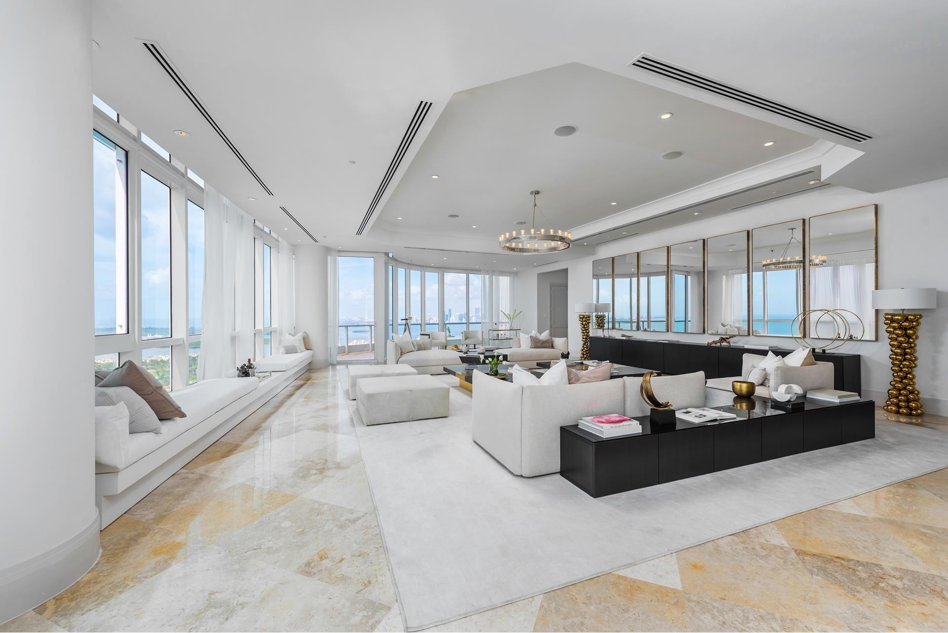 2. Condominiums 為 特賣 在 100 S Pointe Drive , PH2 South Point, Miami Beach, FL 33139
