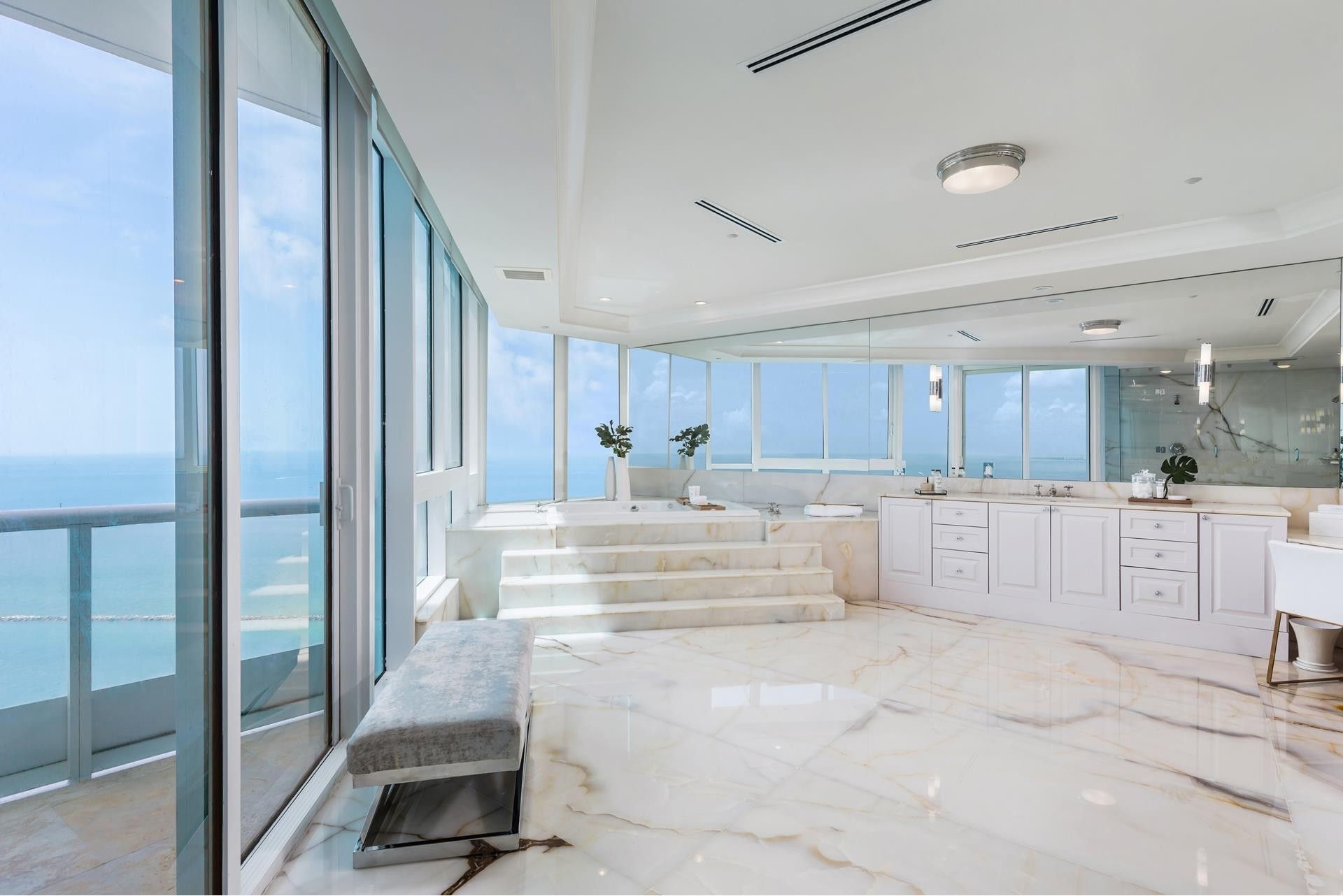 8. Condominiums 為 特賣 在 100 S Pointe Drive , PH2 South Point, Miami Beach, FL 33139