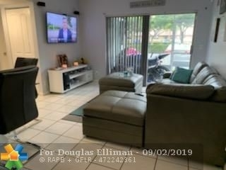 Condominium 為 特賣 在 2710 Forest Hills Blvd , 104 Forest Hills, Coral Springs, FL 33065