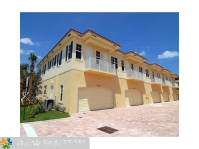 Single Family Townhouse for Sale at 3432 NE 15th Ave , 3432 South Corals, Oakland Park, FL 33334