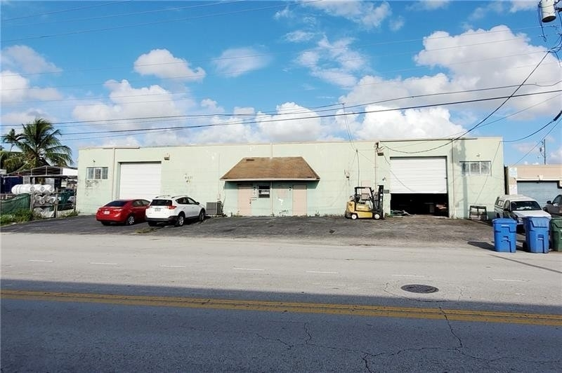 Commercial / Office for Sale at Andrews Gardens, Oakland Park, FL 33334