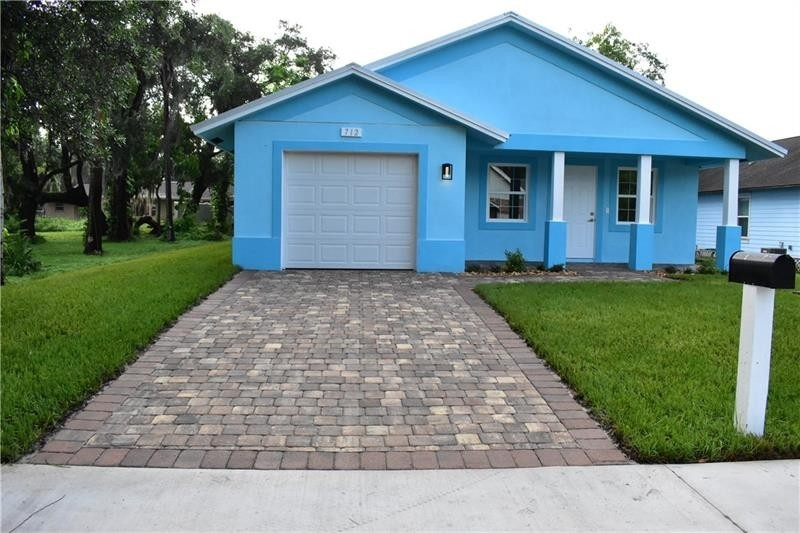 Property 在 Pinewood, Fort Pierce, FL 34950