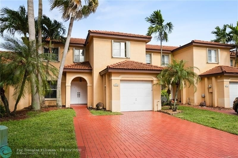 Single Family Townhouse for Sale at Shenandoah, Davie, FL 33325