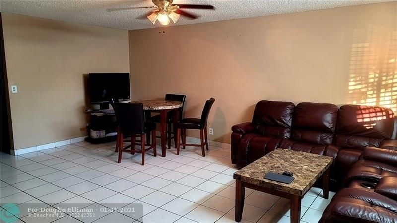 3. Single Family Homes для того Продажа на Lees Crossing, Lake Worth, FL 33463