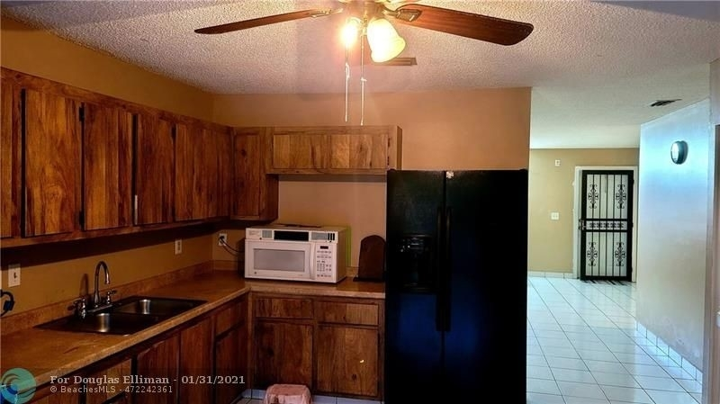 8. Single Family Homes для того Продажа на Lees Crossing, Lake Worth, FL 33463