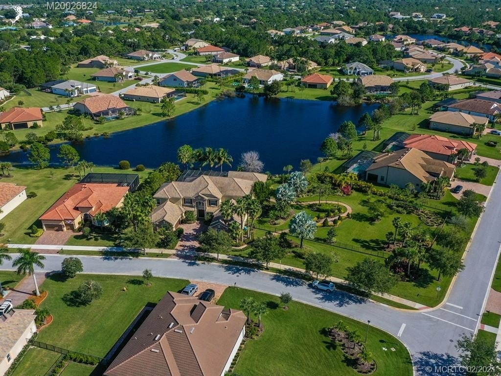 12. Single Family Homes for Sale at Palm City, FL 34990