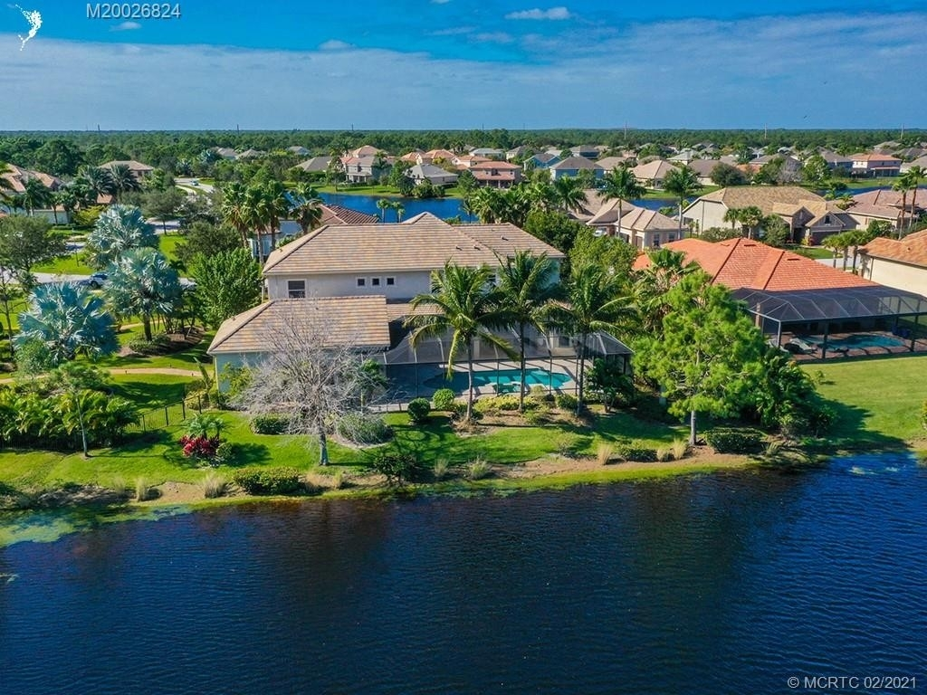 16. Single Family Homes for Sale at Palm City, FL 34990