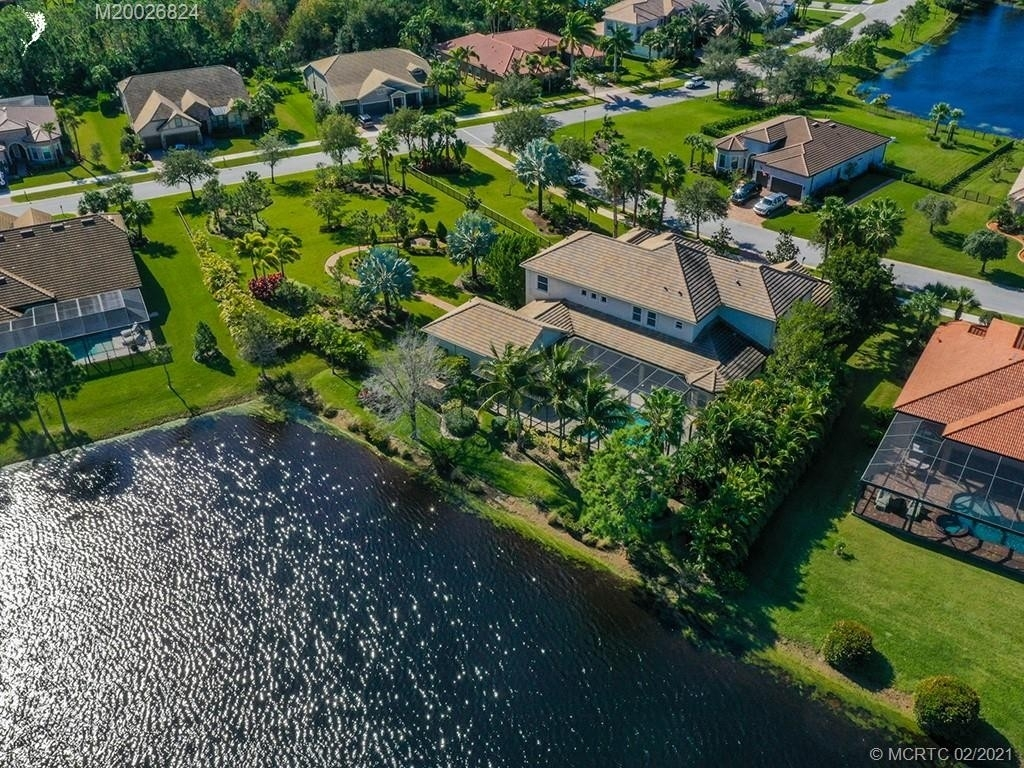 17. Single Family Homes for Sale at Palm City, FL 34990