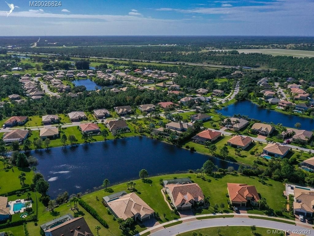 19. Single Family Homes for Sale at Palm City, FL 34990