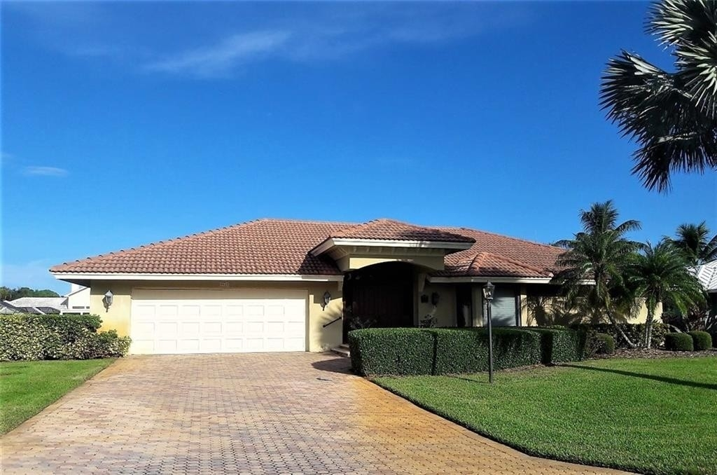 3. Single Family Homes for Sale at The Yacht and Country Club, Stuart, FL 34997