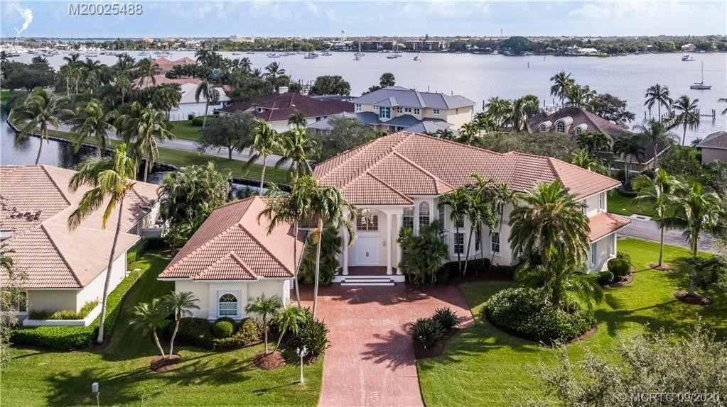 32. Single Family Homes for Sale at Palm City, FL 34990