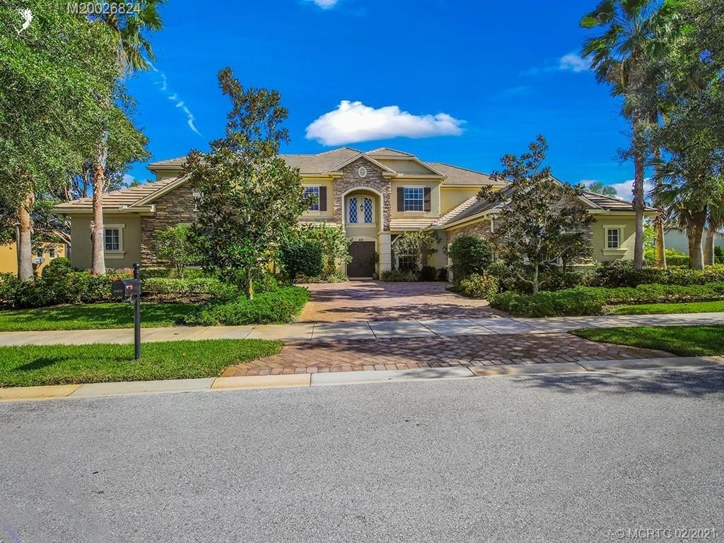 35. Single Family Homes for Sale at Palm City, FL 34990