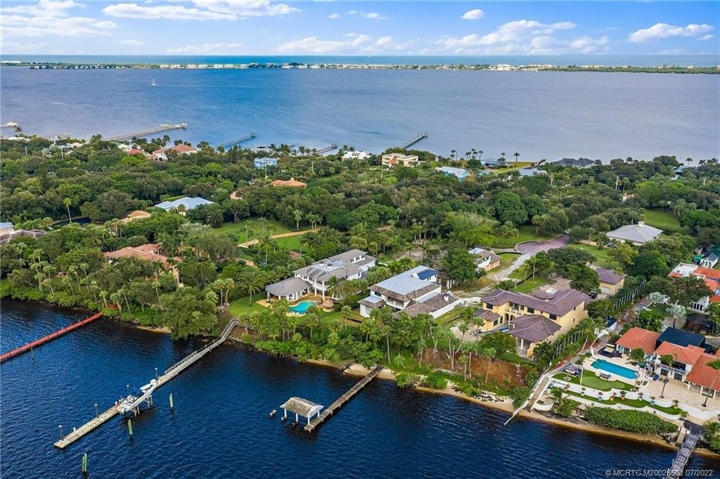 7. Single Family Homes for Sale at Stuart, FL 34996