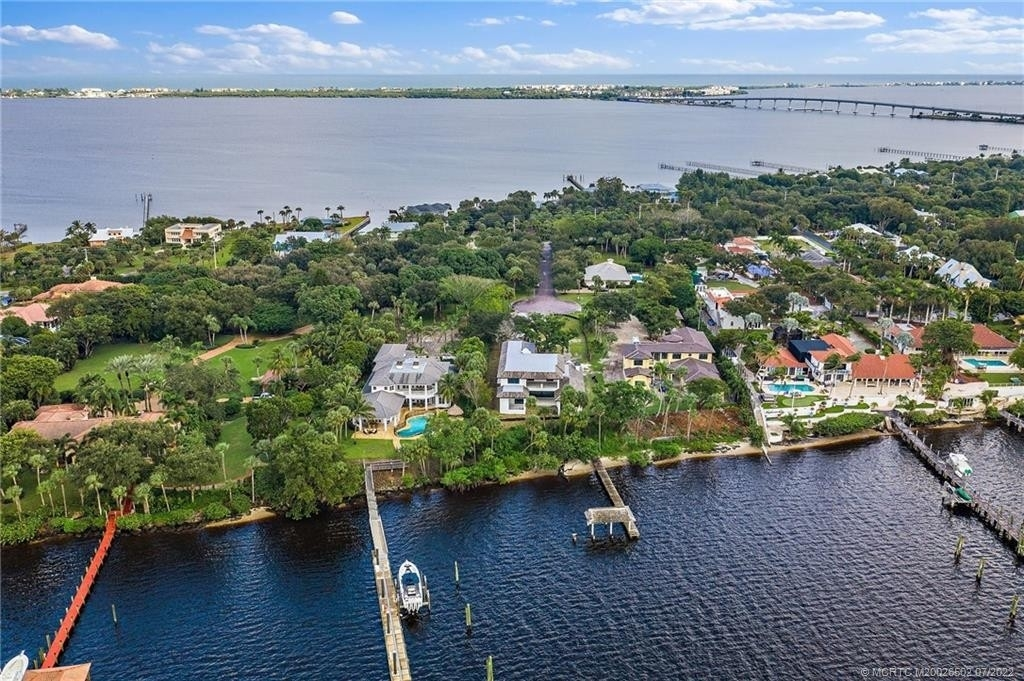 8. Single Family Homes for Sale at Stuart, FL 34996