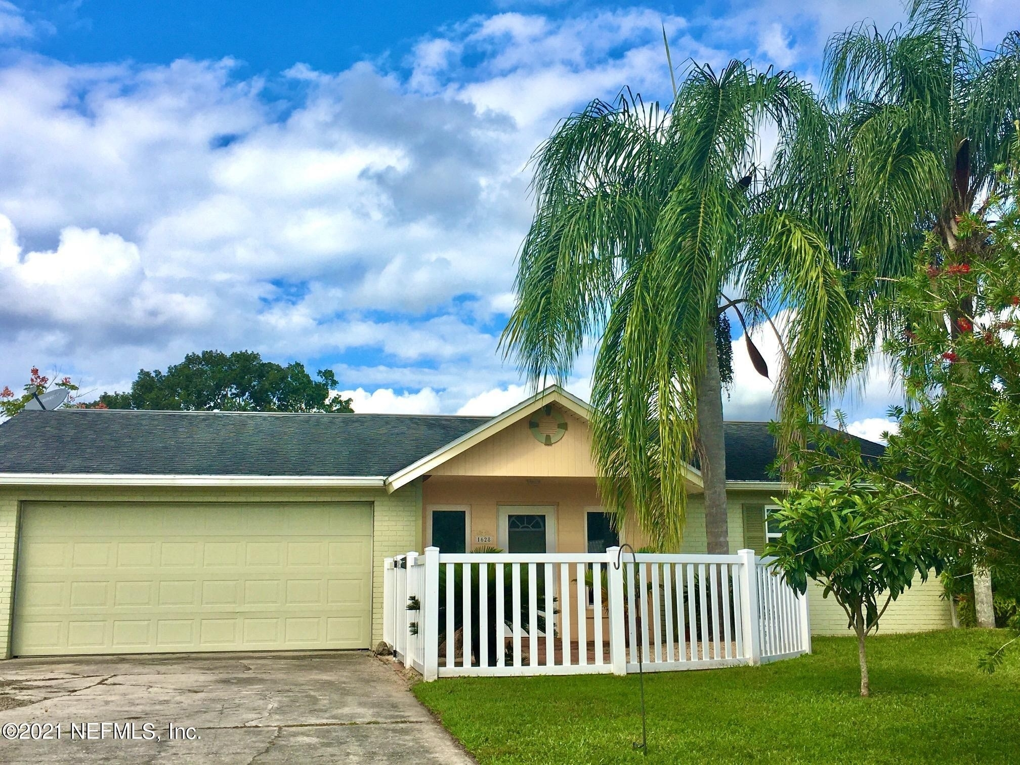 Single Family Home for Sale at Astor, FL B__2T