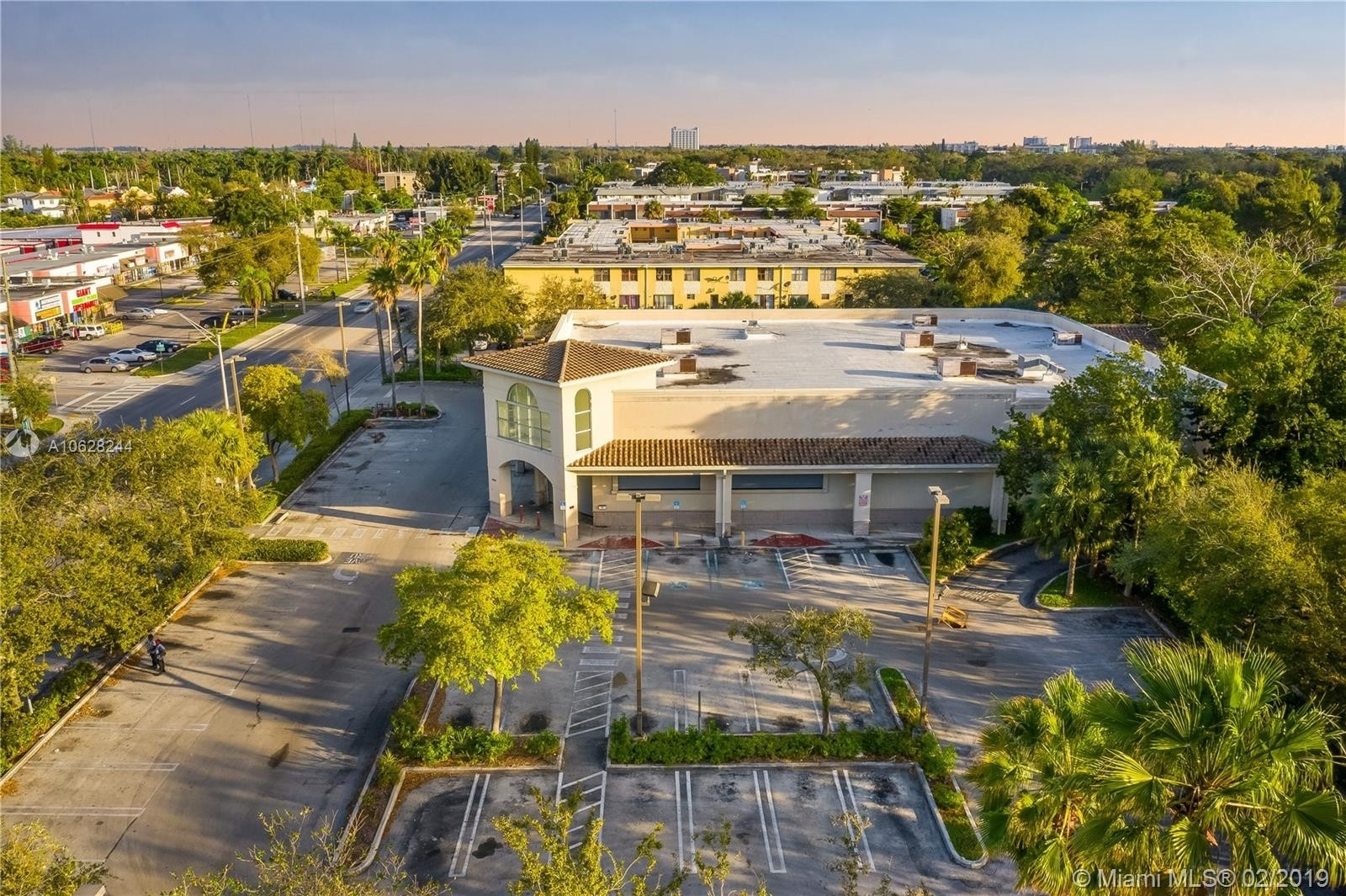 Commercial / Office for Sale at Golden Glades, Miami, FL 33161