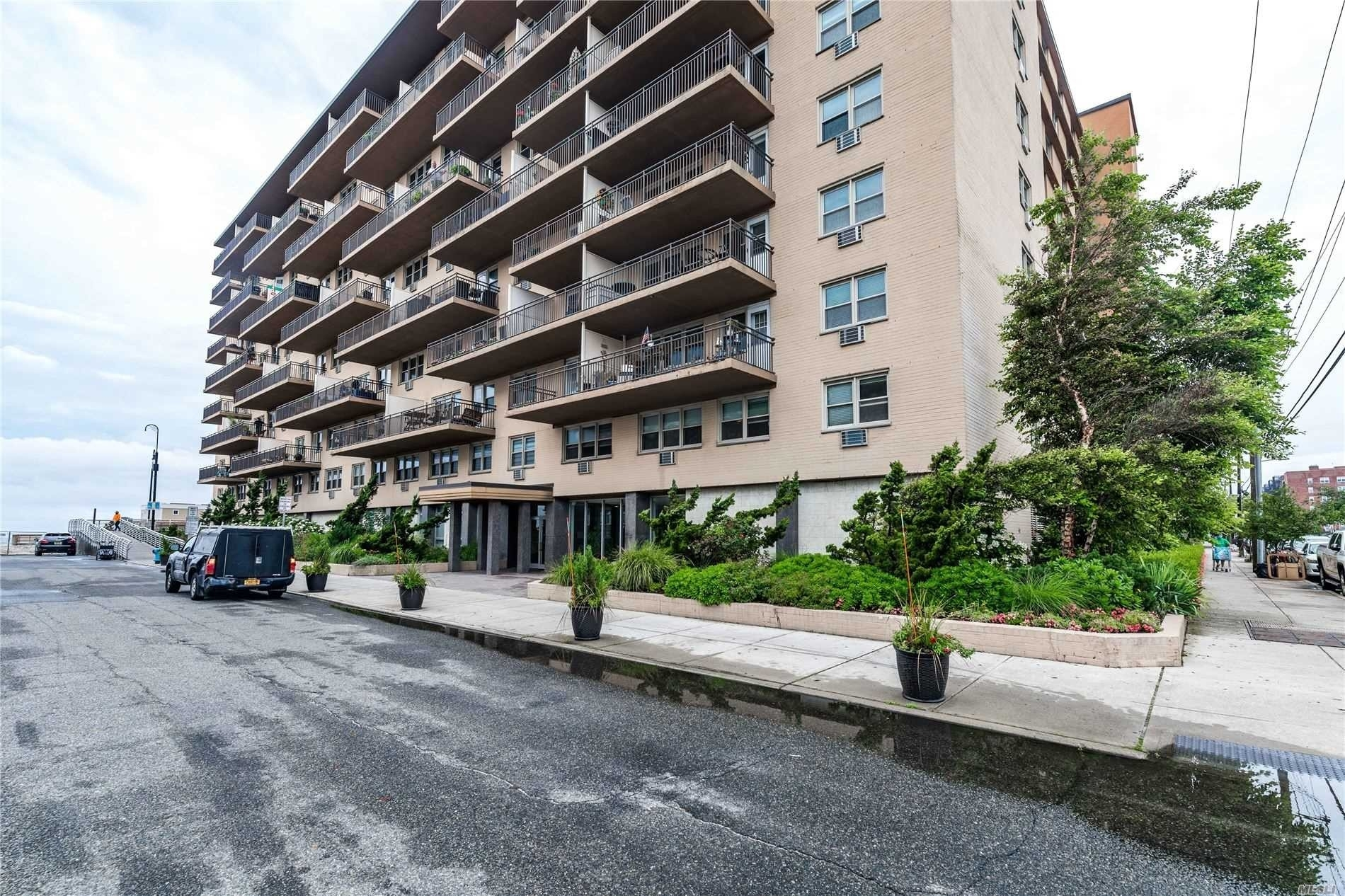 Co-op Properties for Sale at 25 Neptune Boulevard, 7A East End South, Long Beach, NY 11561