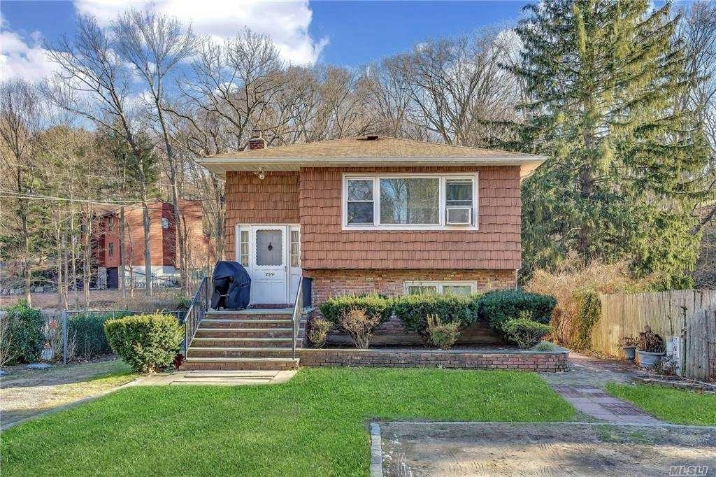 Single Family Home for Sale at Huntington, NY 11743