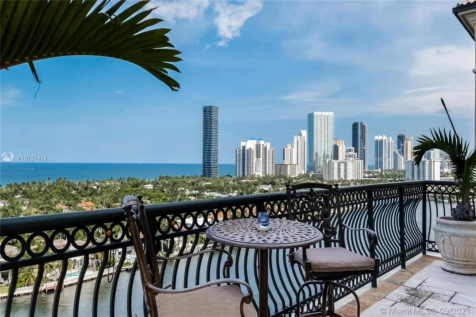 Condominium pour l Vente à 20165 NE 39th Pl , TS-1 Biscayne Yacht and Country Club, Aventura, FL 33180
