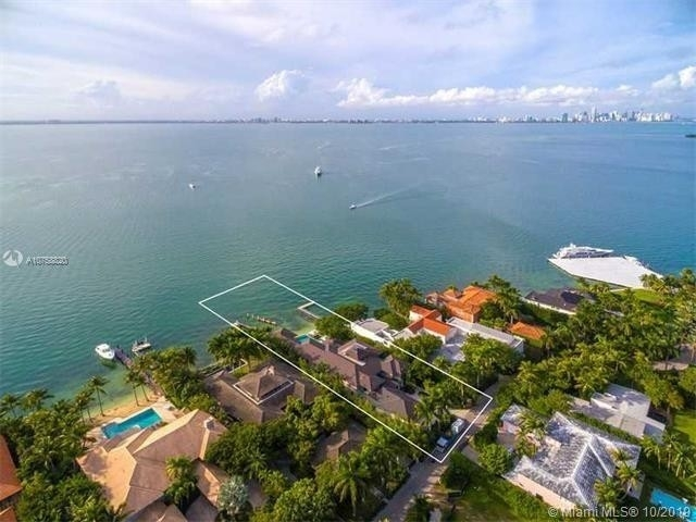 26. Single Family Homes at Key Biscayne
