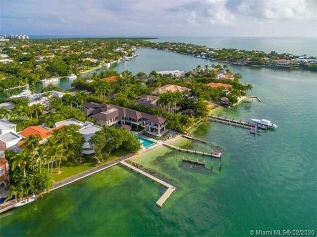 32. Single Family Homes at Key Biscayne