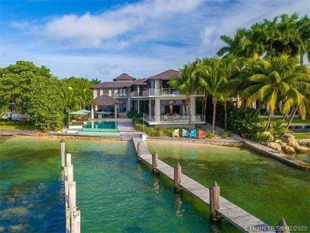 24. Single Family Homes at Key Biscayne